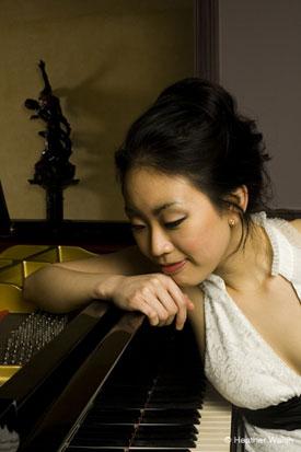 Yoonie Han